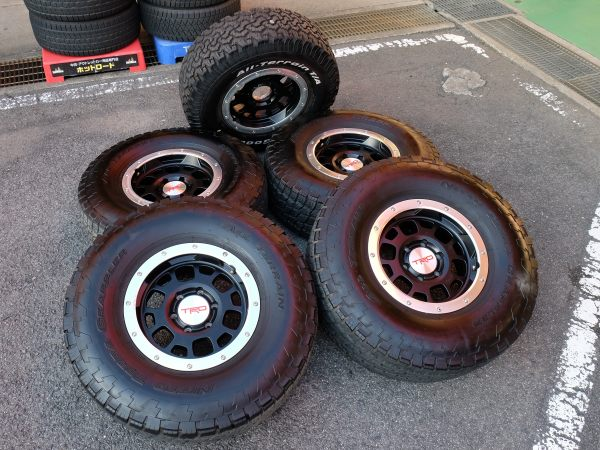 FJクルーザーに 5本セット USトヨタ純正 TRD ビードロック スタイル マットブラック 16×7.5J+10 NITTO 295/75R16 中古タイヤホイール