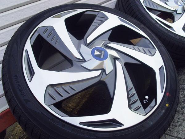買取 新車外し 現行 50プリウス PHV モデリスタ 18インチ ホイール 215/40R18 イボ付17年製タイヤ